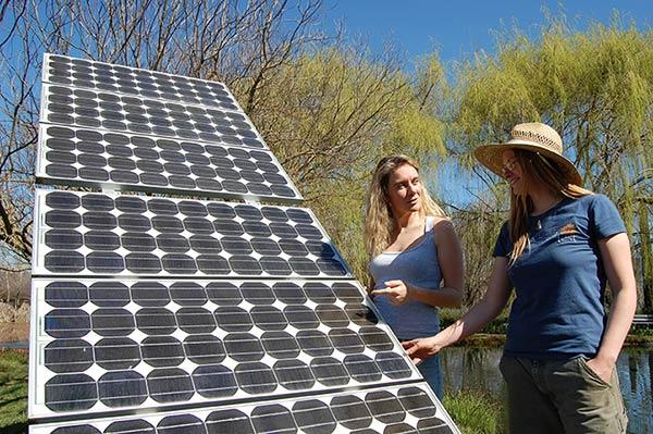solar-panel-ladies-600x400